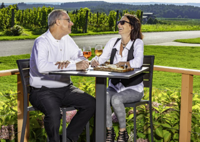 Chateau Grand Traverse couple outside 2U7A7489 web
